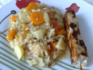 Espetinho com arroz e legumes